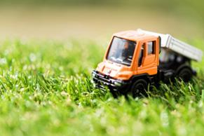 一般貨物自動車運送事業、貨物利用運送事業、軽貨、物運送事業、家電・家具配送設置事業、産業廃棄物収集運搬事業、中古車販売事業